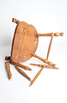WOODEN CHAIR   BROKEN LEGS
